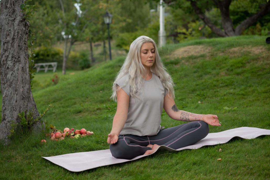 Sy tränings- och yoga kläder med Janome